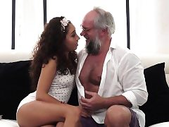 Teen babe rails oldmans cock before gargling