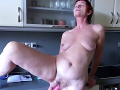 OldNannY Henrieta Pissing and 3some